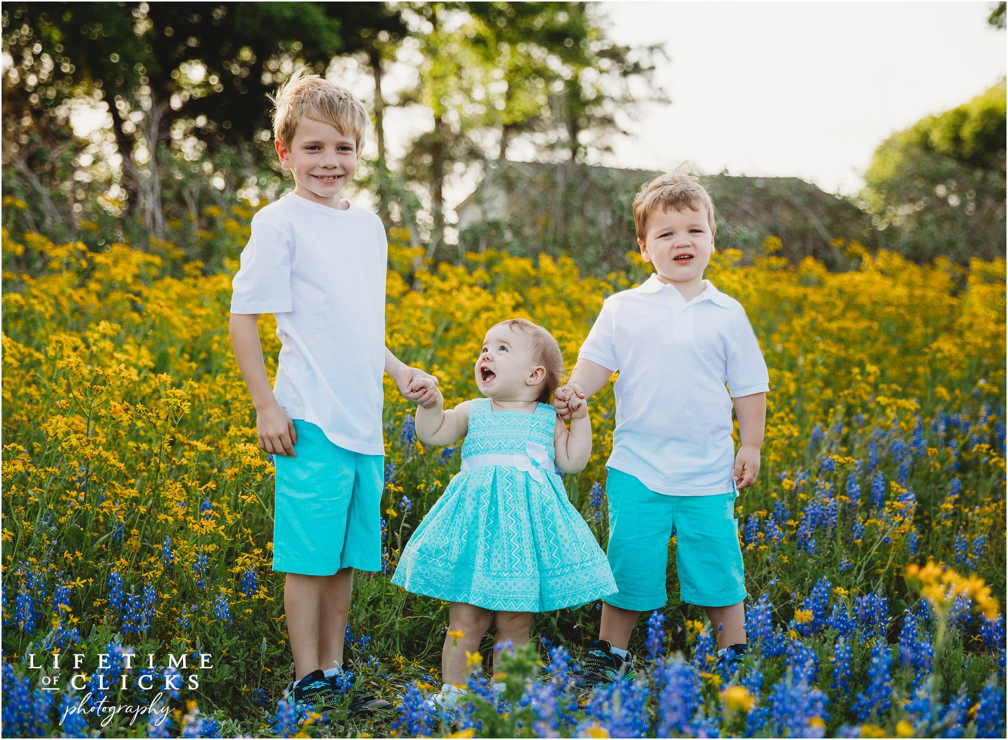 Siblings photo during Houston Bluebonnets Sessions by Lifetime of Clicks Photography