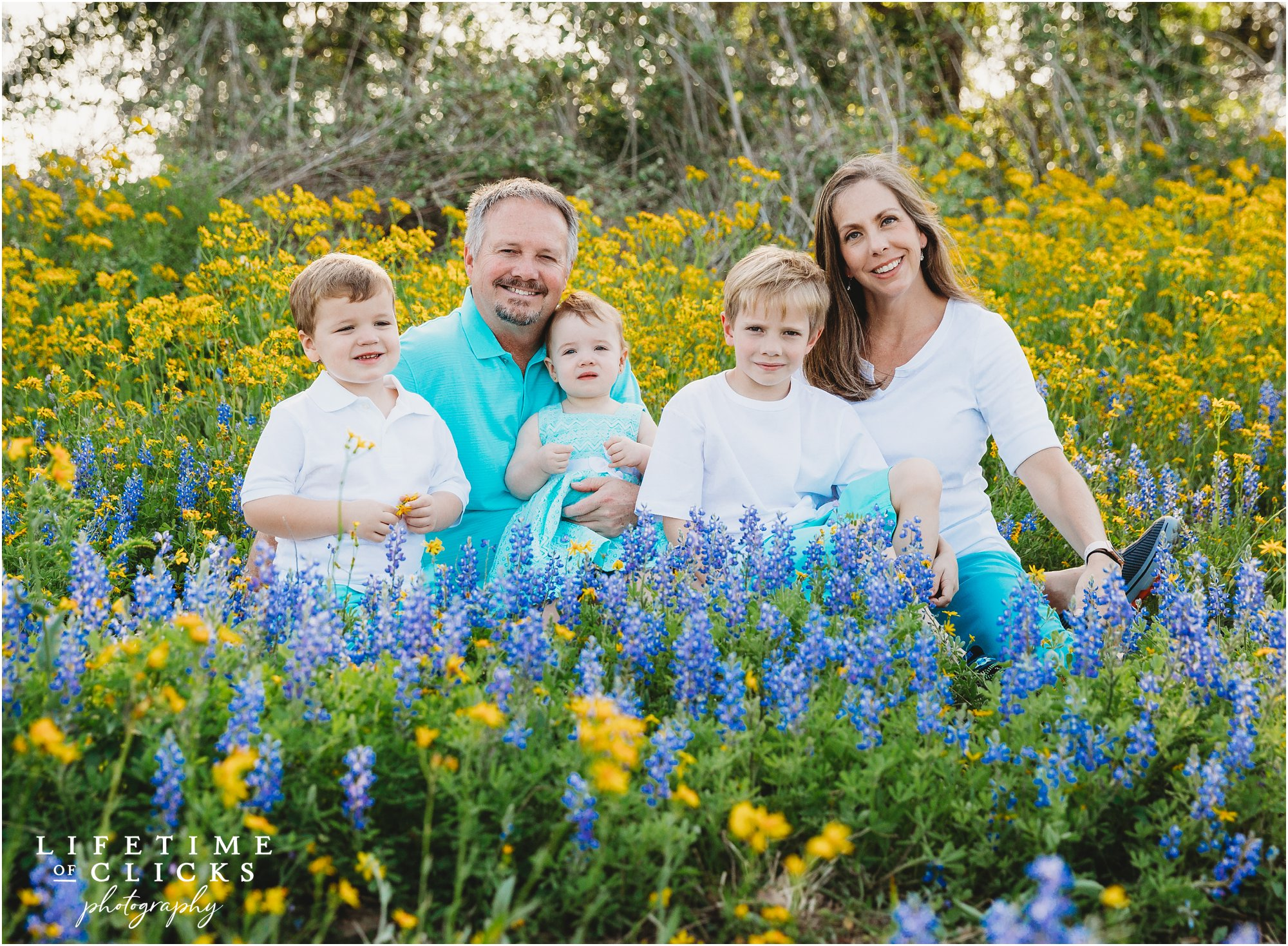 classic family photo in Houston Bluebonnets Sessions by Lifetime of Clicks Photography